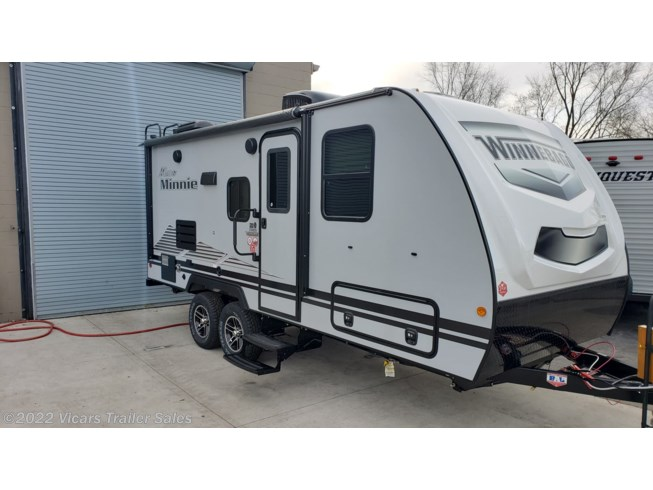New 2020 Winnebago Micro Minnie 2108DS  (Platinum/Pearl) available in Taylor, Michigan
