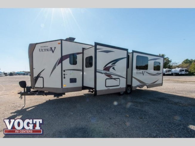 2017 Forest River Rockwood Ultra V 2715VS - Used Travel Trailer For Sale by Vogt Family Fun Center in Fort Worth, Texas features Slideout