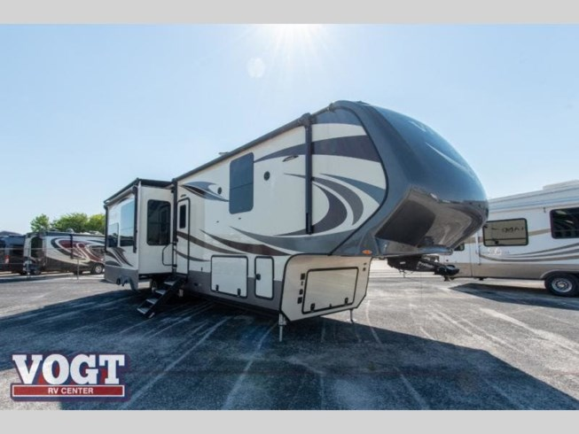 Used 2018 Vanleigh Vilano 365RL available in Fort Worth, Texas