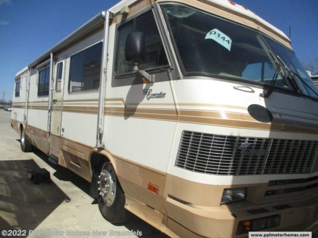 1990 Monaco RV Executive MONACO DETROIT - Used Diesel Pusher For Sale by PPL Motor Homes in New Braunfels, Texas features DVD Player, Generator, Microwave, Non-Smoking Unit, Refrigerator, Slideout, Spare Tire Kit, Stove, TV, Water Heater