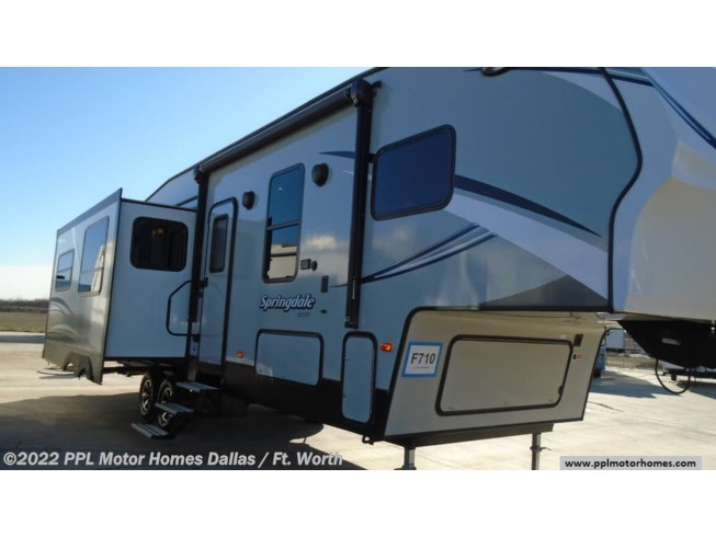 2017 Keystone Springdale 253 FWRE - Used Fifth Wheel For Sale by PPL Motor Homes Dallas / Ft. Worth in Cleburne, Texas features Air Conditioning, DVD Player, Exterior Stereo, External Shower, Microwave, Non-Smoking Unit, Refrigerator, Slideout, Spare Tire Kit, Stabilizer Jacks, Stove, TV, Water Heater