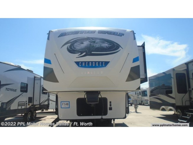 2018 Forest River Cherokee Arctic Wolf Limited 305ML6 - Used Fifth Wheel For Sale by PPL Motor Homes in Cleburne, Texas features Air Conditioning, DVD Player, Exterior Stereo, External Shower, Microwave, Non-Smoking Unit, Refrigerator, Slideout, Spare Tire Kit, Stove, Water Heater
