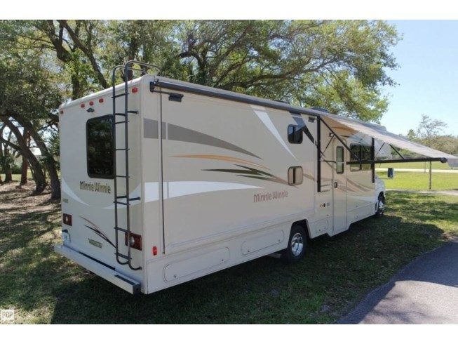 2016 Winnebago Minnie Winnie 31H - Used Class C For Sale by POP RVs in Miami, Florida features Air Conditioning, Generator, Leveling Jacks, Slideout