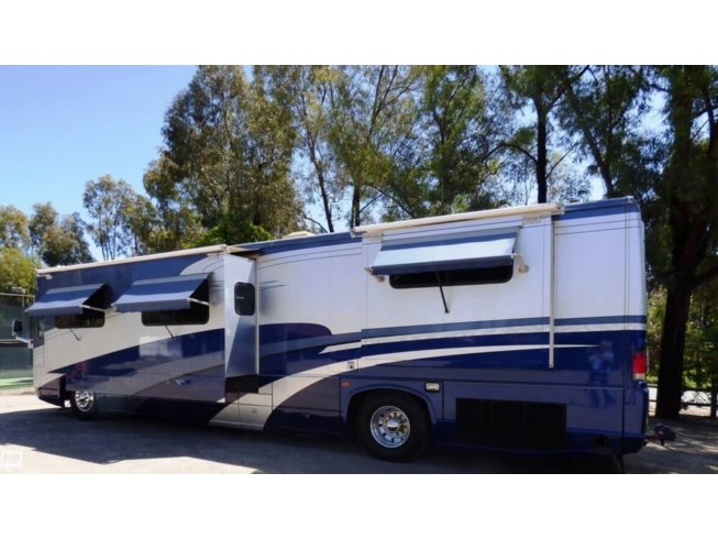 2003 National RV RV Islander 9402 Country Coach for Sale in Encinitas, on