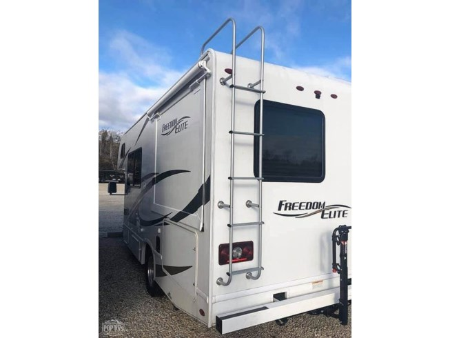 2017 Thor Motor Coach Freedom Elite 22FE - Used Class C For Sale by POP RVs in Jefferson City, Missouri features Air Conditioning, Awning, Generator, Leveling Jacks, Slideout