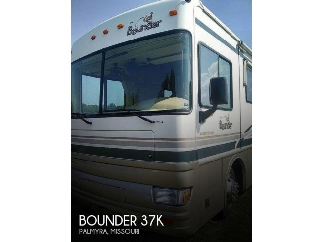 Used 2001 Fleetwood Bounder 37K available in Palmyra, Missouri