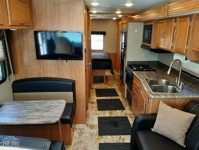 2016 Coachmen Pursuit 30FW - Used Class A For Sale by POP RVs in Olympia, Washington features Generator, Air Conditioning, Leveling Jacks, Awning, Slideout