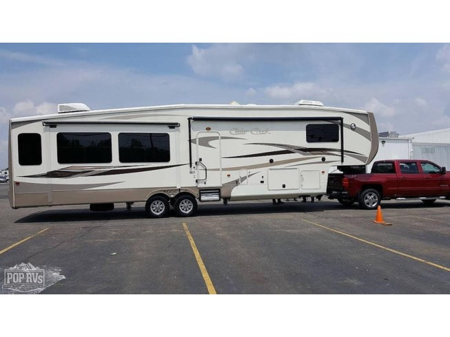 2014 Forest River Cedar Creek 38CK - Used Fifth Wheel For Sale by POP RVs in Bluffton, Indiana features Air Conditioning, Awning, Generator, Leveling Jacks, Slideout