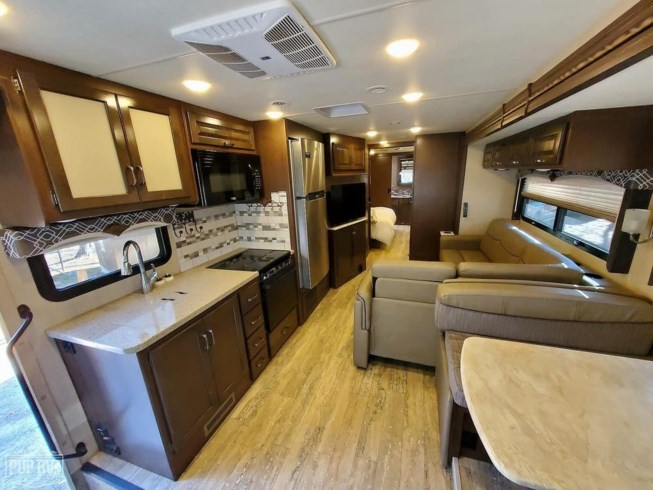 2017 Thor Motor Coach Hurricane 35M - Used Class A For Sale by Pop RVs in Villa Rica, Georgia features Leveling Jacks, Air Conditioning, Generator, Awning, Slideout