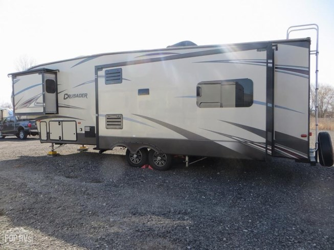 2016 Forest River Crusader 322RES - Used Fifth Wheel For Sale by Pop RVs in Marine City, Michigan features Leveling Jacks, Slideout, Awning, Air Conditioning