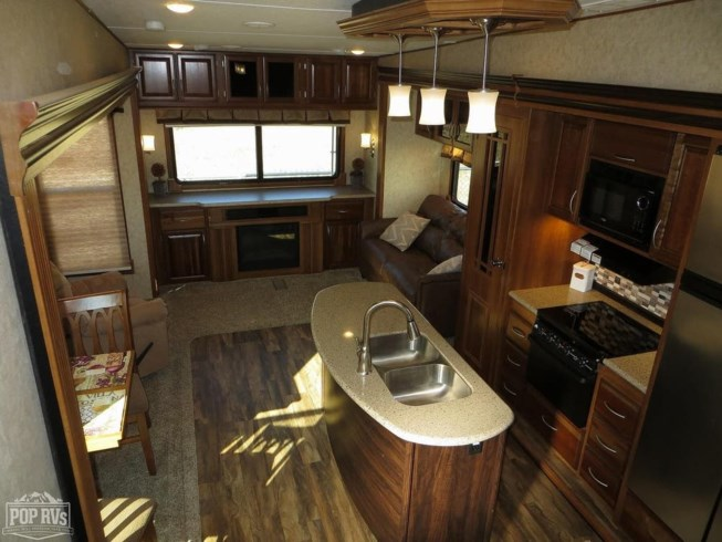 2016 Crusader 322RES by Forest River from Pop RVs in Marine City, Michigan