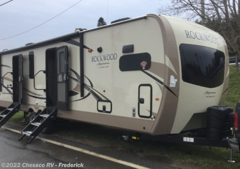 New 2019 Forest River Rockwood Signature Ultra Lite 8335BSS For Sale by Chesaco RV - Frederick available in Frederick, Maryland