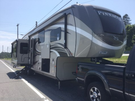 New 2019 Jayco Pinnacle 37RLWS For Sale by Chesaco RV - Frederick available in Frederick, Maryland
