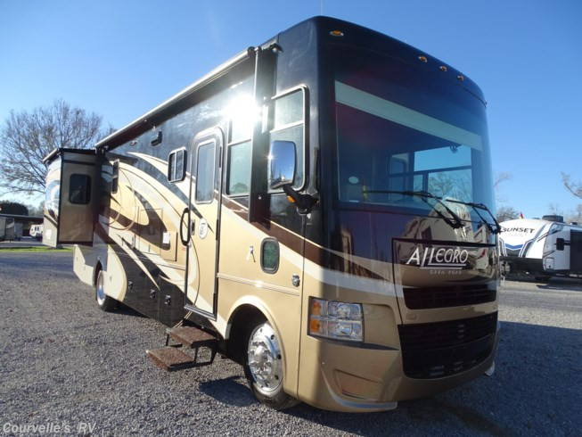 2015 Tiffin Allegro Openroad 31 SA - Used Class A For Sale by Courvelle's RV in Opelousas, Louisiana features Roof Vents, Automatic Leveling Jacks, Black Tank Flush, Non-Smoking Unit, Icemaker