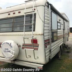 1987 Carri-Lite Rear Dining room  - Fifth Wheel Used  in Depew OK For Sale by Calvin Country RV call 918-205-2272 today for more info.