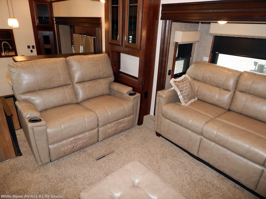J11729 2018 Jayco Pinnacle 38flws Front Living Room Rear King W6