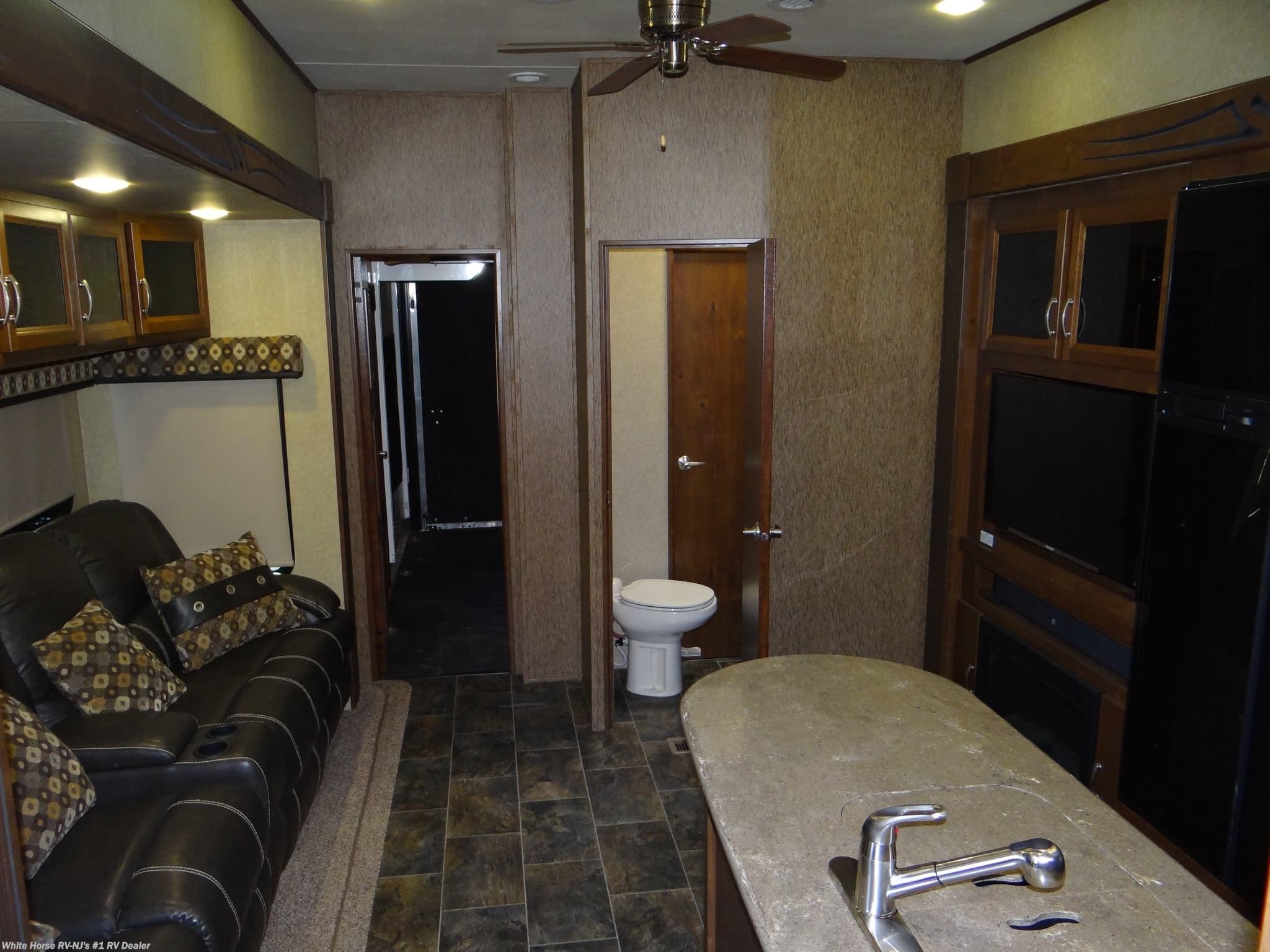 #CS12431 - 2015 CrossRoads Elevation TF-38LV Las Vegas King Bed Quad Slide  Rear Garage for sale in Williamstown NJ