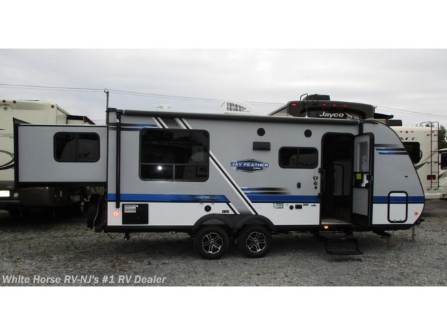 New 2019 Jayco Jay Feather 213 Front Bunks w/King Bed Rear Slideout available in Williamstown, New Jersey
