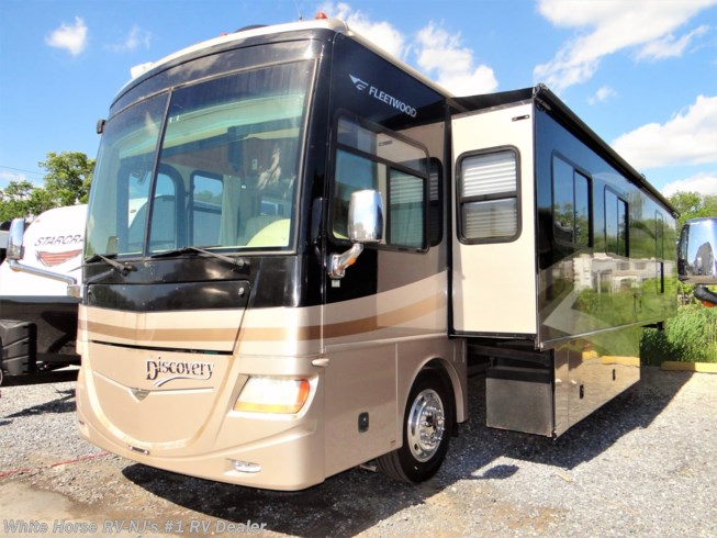 Used 2007 Fleetwood Discovery 39V Full Wall Double Slide available in Williamstown, New Jersey