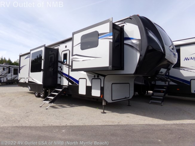 New 2019 Keystone Avalanche 383FL available in Longs, South Carolina