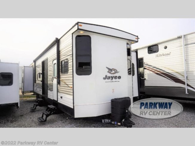 Used 2018 Jayco Jay Flight Bungalow 40BHQS available in Ringgold, Georgia