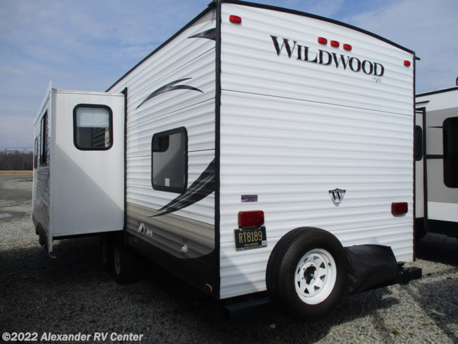 2014 Forest River Wildwood 30-KQBSS - Used Travel Trailer For Sale by Alexander RV Center in Clayton, Delaware features Smoke Detector, Converter, Stove, LP Detector, Non-Smoking Unit