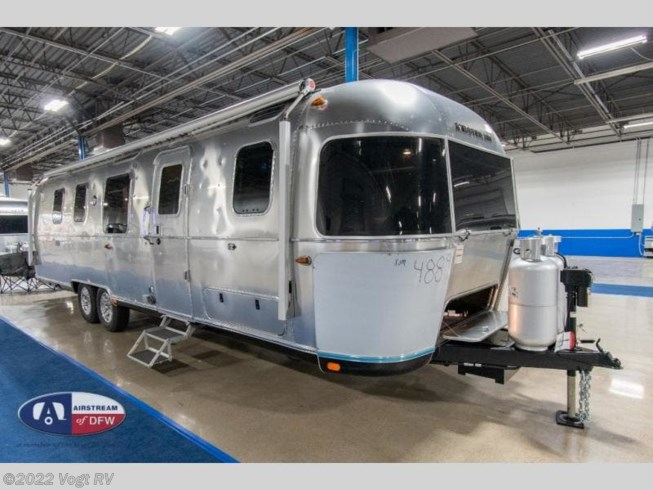 2021 Airstream Classic 33FB Twin - New Travel Trailer For Sale by Vogt RV in Fort Worth, Texas