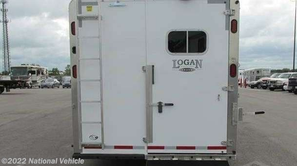 2013 Logan Coach RV Razor 3 Horse Trailer with LQ's and ... on