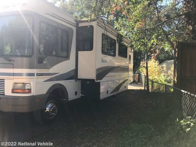 Used 2001 Fleetwood Bounder 33R 34' Class A Motorhome available in Windsor, California