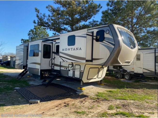 Used 2018 Keystone Montana 3820FK available in Cleburne, Texas