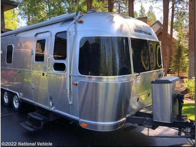2016 Airstream Flying Cloud 26U - Used Travel Trailer For Sale by National Vehicle in Bend, Oregon