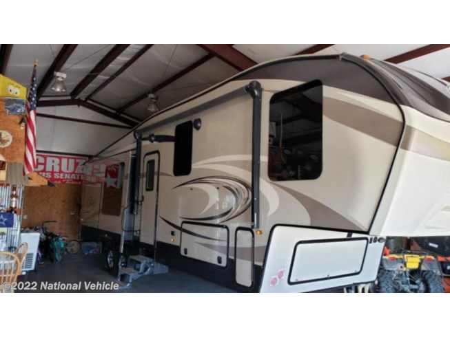 Used 2018 Keystone Cougar (East) 327RLK available in Waxahachie, Texas