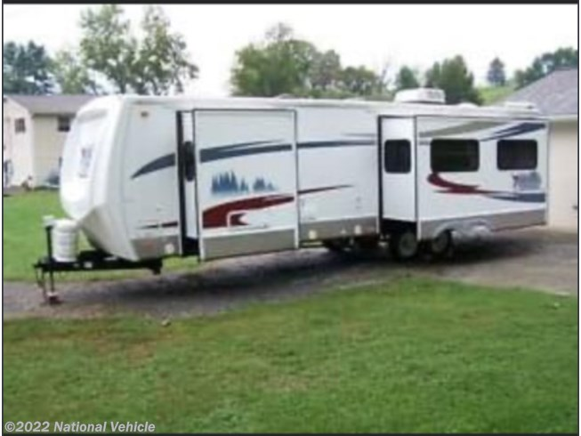 Used 2007 Forest River Cardinal 31RKT available in Delano, Tennessee