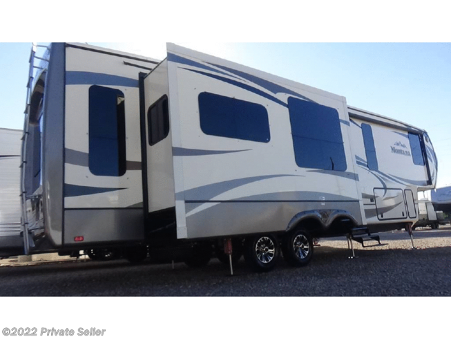 2015 Keystone Montana 3611RL - Used Fifth Wheel For Sale by Private Seller in BIRDSBORO, Pennsylvania features Air Conditioning, Awning, LP Detector, Microwave, Refrigerator, Slideout, Smoke Detector, Water Heater