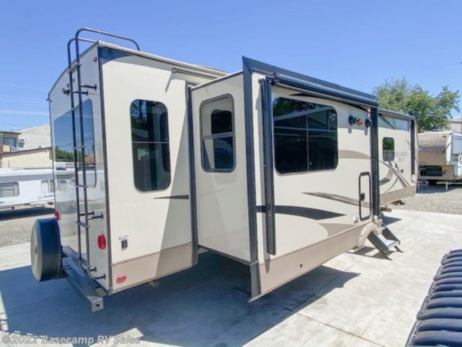 2018 Rockwood Signature Ultra Lite 8329SS by Forest River from Basecamp RV Sales in Rocklin, California