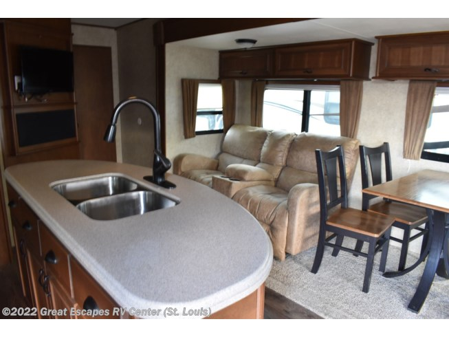 2014 Mesa Ridge M-288FLR by Highland Ridge from Great Escapes RV Center in Eureka, Missouri