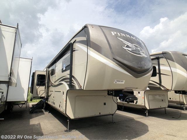New 2020 Jayco Pinnacle available in West Seneca, New York