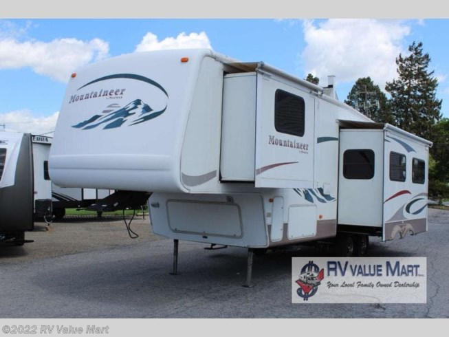2005 Keystone Mountaineer 297RKS - Used Fifth Wheel For Sale by RV Value Mart in Manheim, Pennsylvania features Slideout