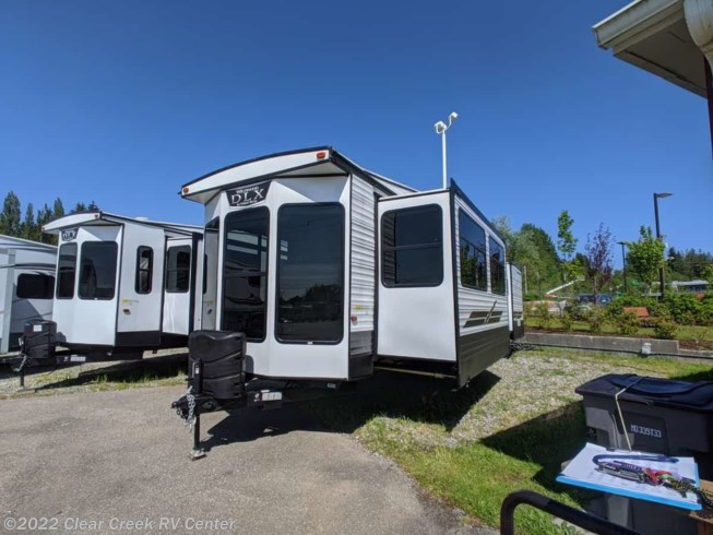 2020 Wildwood DLX 353FLFB by Forest River from Clear Creek RV Center in Silverdale, Washington