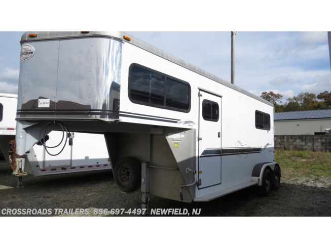 2000 Sundowner ValueLite 2 Horse with side ramp no dress room - Used Horse Trailer For Sale by Crossroads Trailer Sales, Inc. in Newfield, New Jersey features Bridle Hooks, Load Lights, Brush Tray